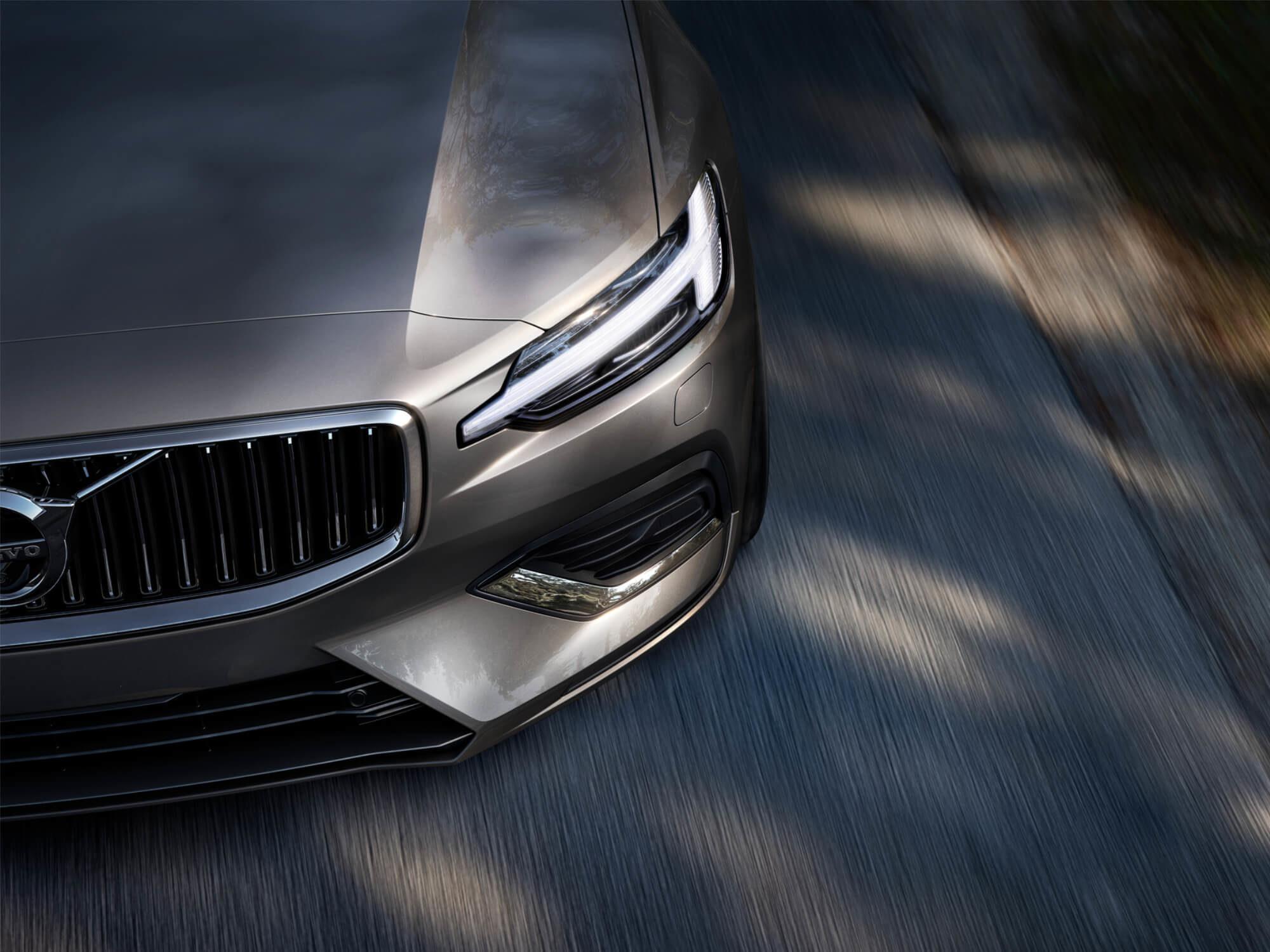 Volvo S60 Mild Hybrid voorkant detail