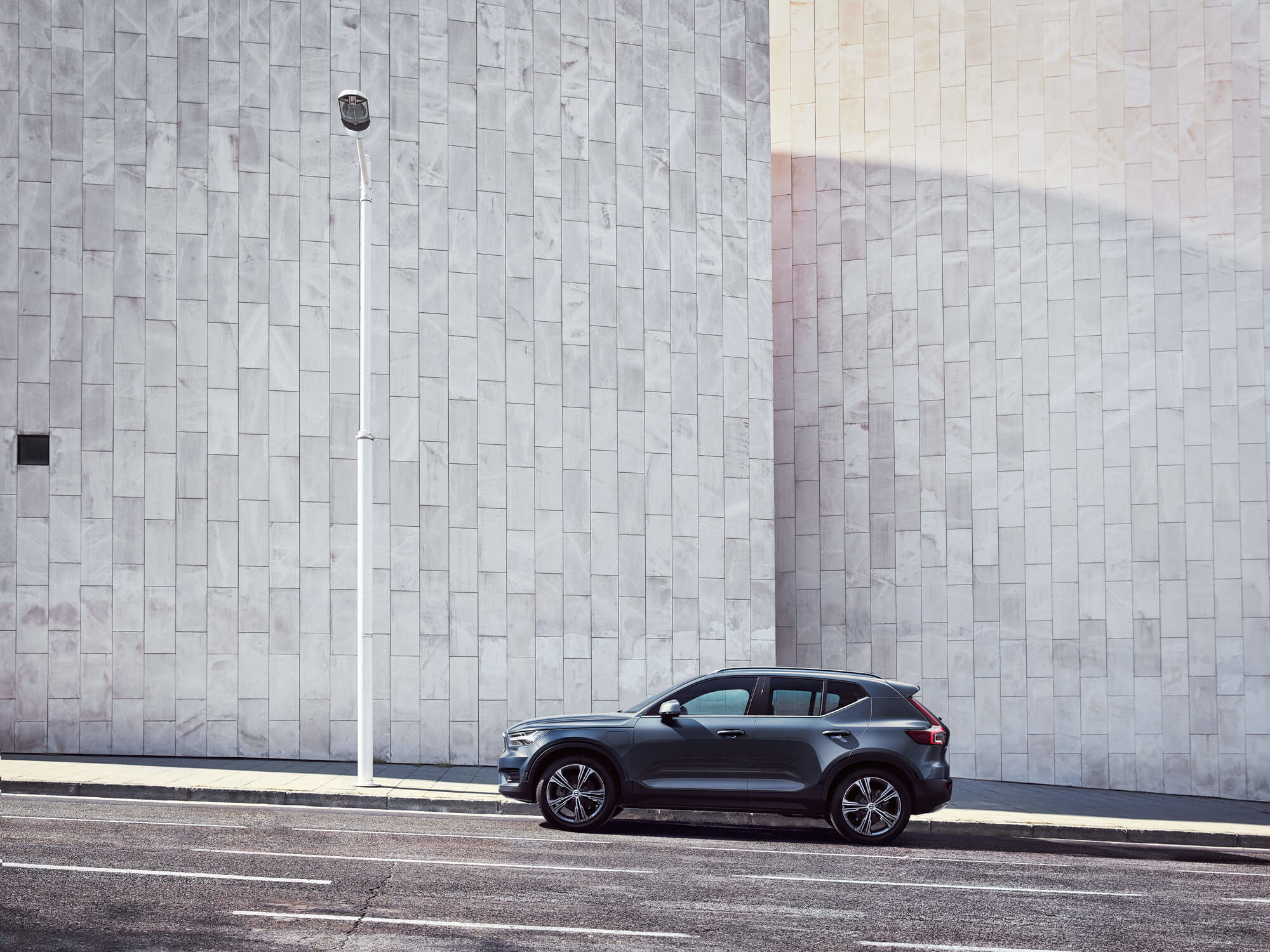 Volvo XC40 Plug-in Hybride zijkant