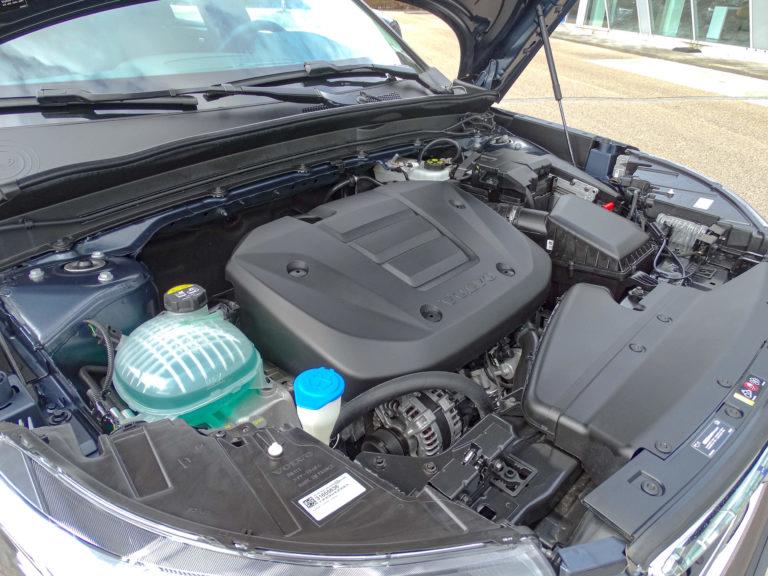 Volvo XC40 T2 Business Pro motorruimte