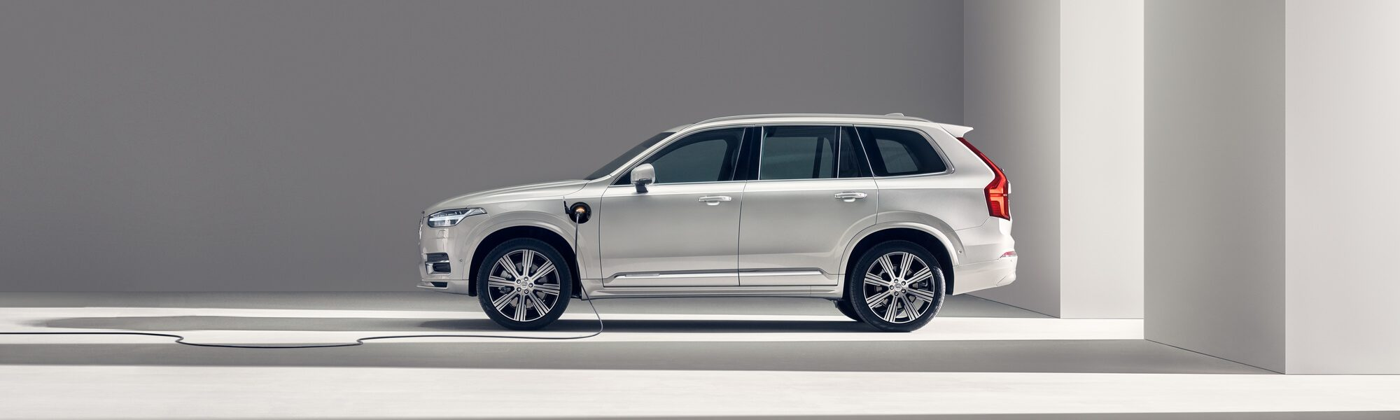 Volvo XC90 Plug-in Hybrid hero
