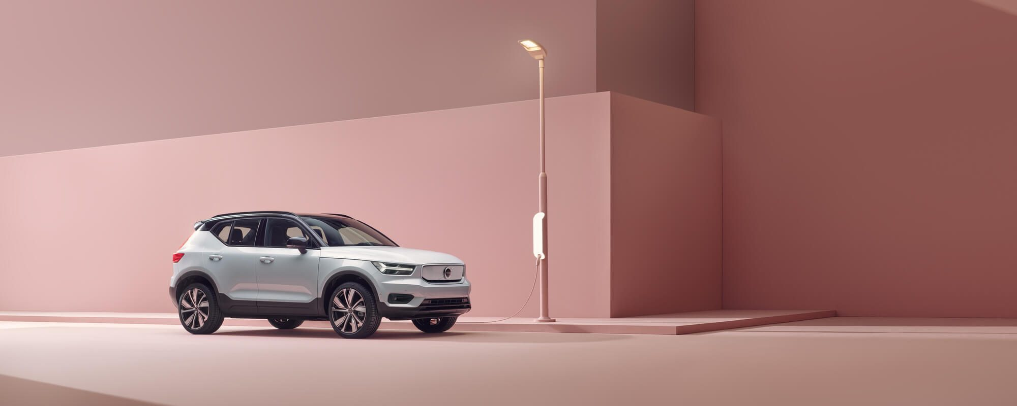 hero-volvo-xc40-recharge-pure-electric